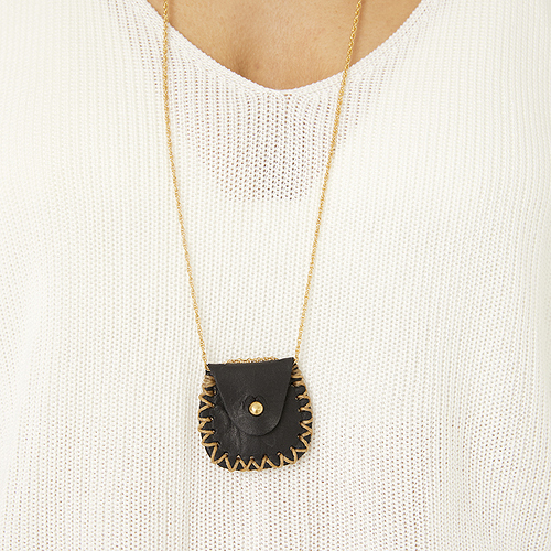 fount-leather-lucky-penny-pouch-necklace-peppercorn-lifestyle-2